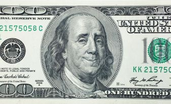 39815914-Happy-President-Benjamin-Franklin-on-100-US-dollar-bill-Stock-Photo.jpg